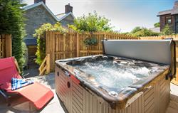 The Farmhouse hot tub