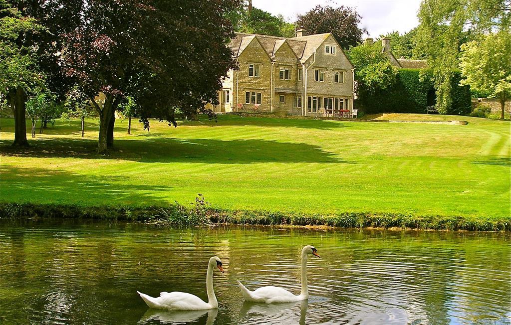 Swan House garden