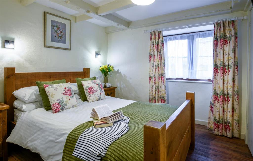 Quakers double bedroom