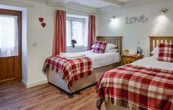Quakers twin bedroom