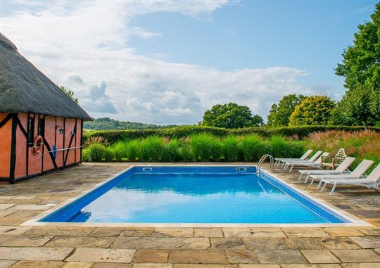 Heated outdoor swimming pool (May to September)