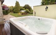 Wooladon House hot tub