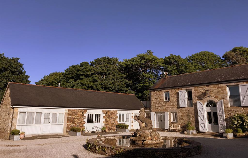 Lovely cottages in a beautiful courtyard setting