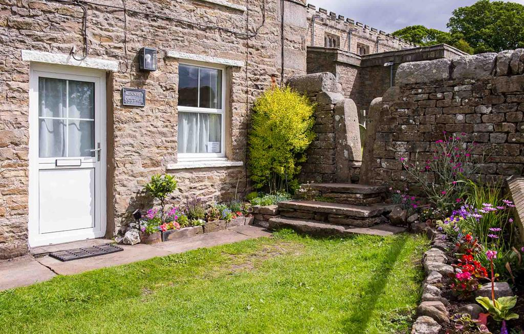 Minnie's Cottage, front garden