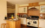 Well-equipped kitchen ideal for self-catering