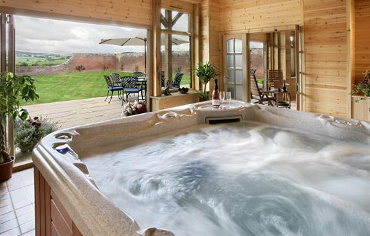 Trevase Granary Jacuzzi in games room