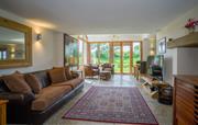 Large, spacious lounge