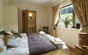 En suite bedroom (super king or twin)