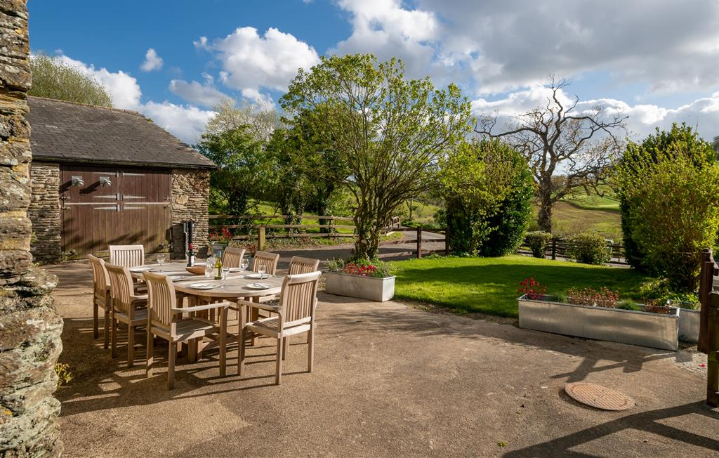 Kineton's terrace and garden