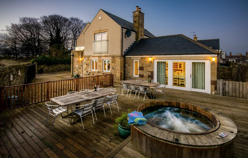 Hastings House alfresco dining and hot tub