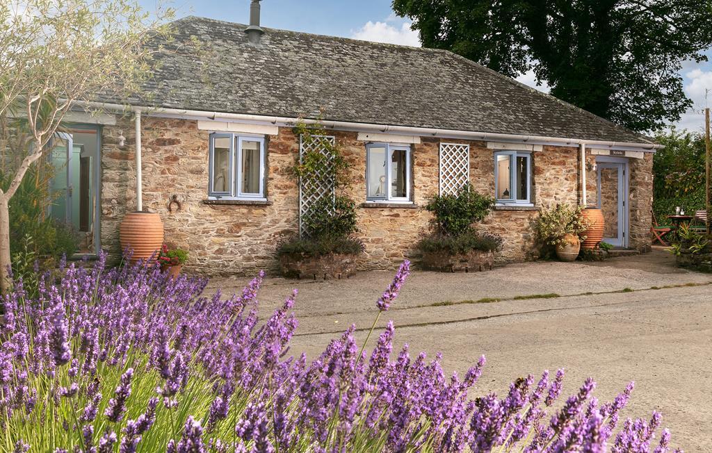 Skylarks cottage at Bolotho Barns