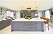 Spacious kitchen, space for everyone