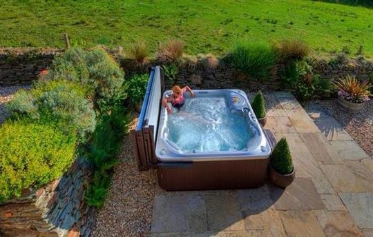 Apple House's hot tub