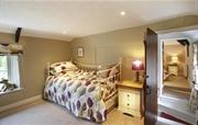 Wisteria dressing room daybed