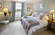 Manor house twin bedroom