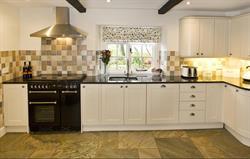 Lovely kitchen with granite worktop