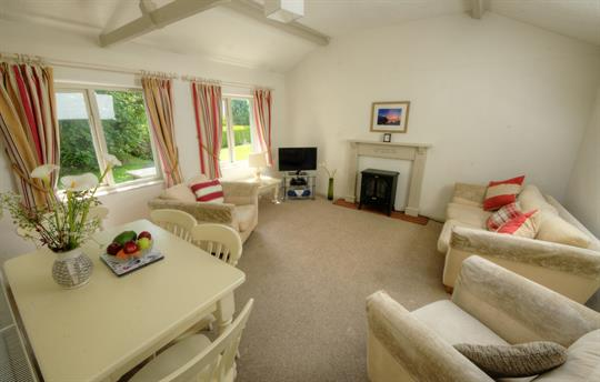 Woodpecker Cottage - lounge
