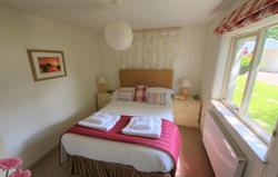 Woodpecker Cottage - double bedroom