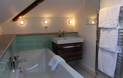 Gill Cottage en suite bathroom