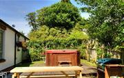 Cormorant Cottage - garden hot tub
