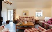Gamekepeer's Cottage - living room