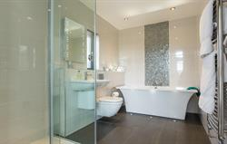 Skylarks luxury bathroom