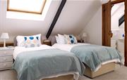 Twin bedroom with en suite