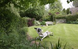 Garden Cottage: Private Garden