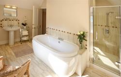 Lodge en suite (master bedroom)