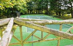 Onsite tennis at Broomhill Manor
