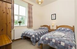 Orchard Cottage - twin bedroom