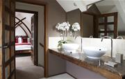 Swallows Loft spacious bathroom