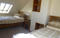 Craig y Deryn twin bedroom