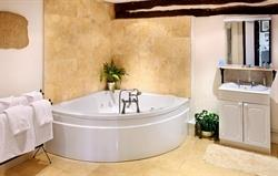 Pimpernel Jacuzzi bathroom