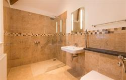 Willows master en-suite