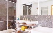 Master en suite with spa bath
