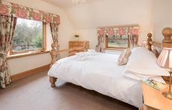 Stables Cottage king bedroom