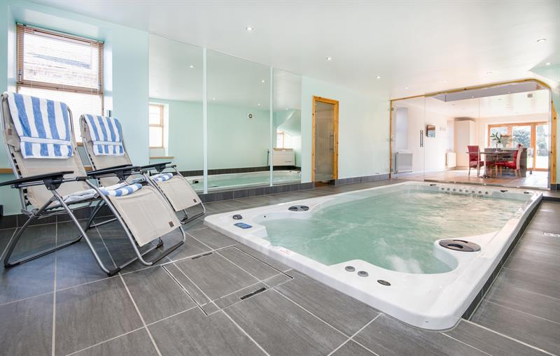 Retreat swimspa pool room