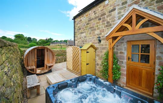 Honeysuckle Cottage hot tub