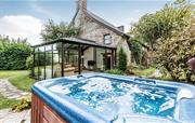 Farmhouse private hot tub
