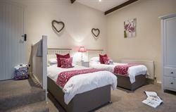 Gallery - twin bedroom