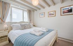 Grebe double bedroom