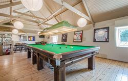 Broomhill Manor bar with snooker