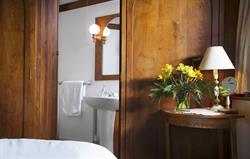Hazelnut and en suite detail