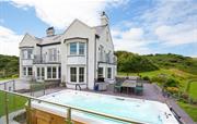 Llanlliana House and hot tub