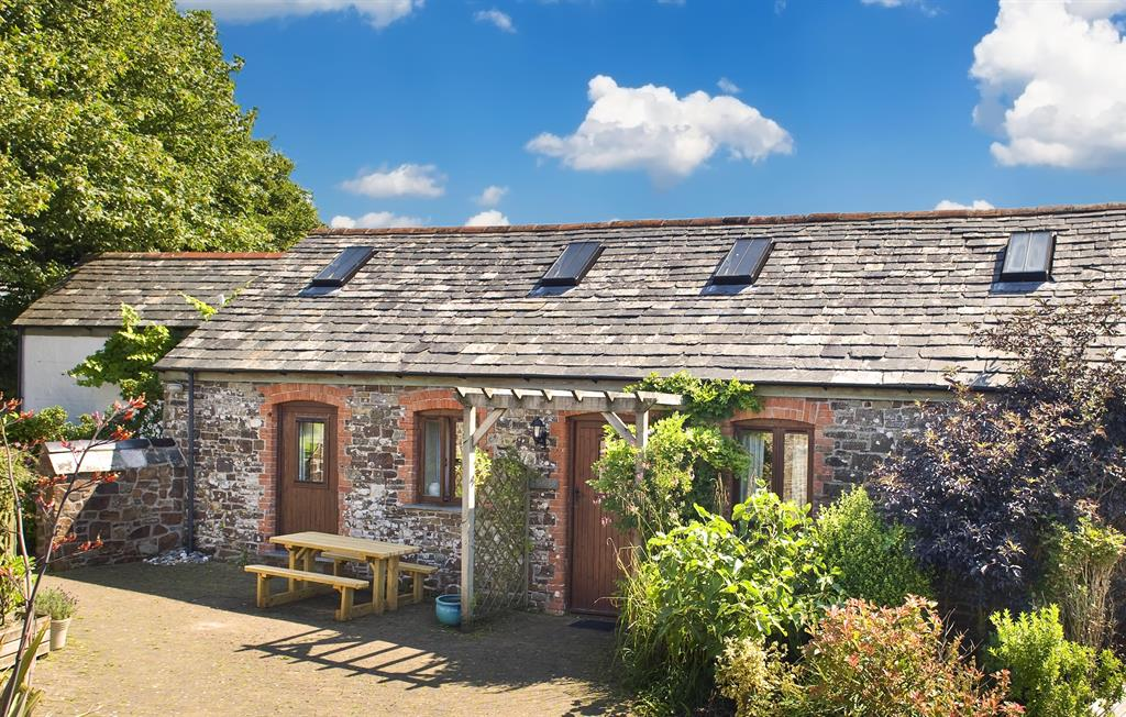 Stables, one of our award-winning barn conversions, has plenty of space for 6