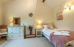 Pretty Single room in Dove