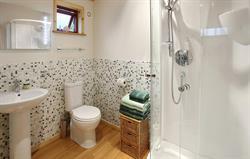 Wheal Fox 2 Bed Lodge, Bathroom
