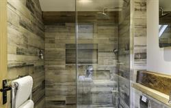 Tiled ensuite shower room