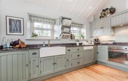 Lovely Ring and Thimble kitchen